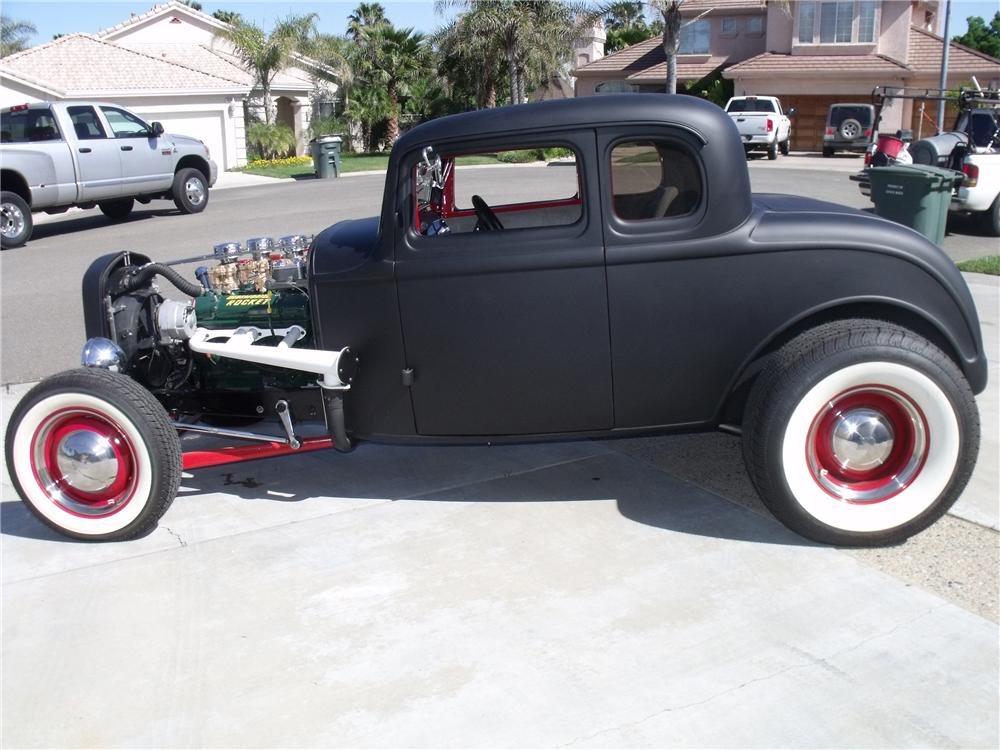 1932 FORD 5 WINDOW CUSTOM COUPE - Side Profile - 112890