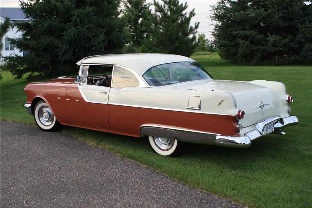 1955 PONTIAC STAR CHIEF 2 DOOR HARDTOP - Rear 3/4 - 112900