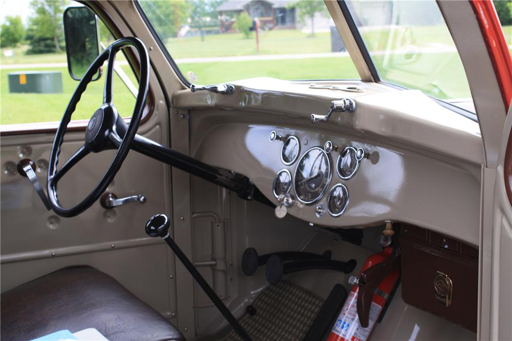 1948 DIAMOND T 201 PICKUP - Interior - 112902
