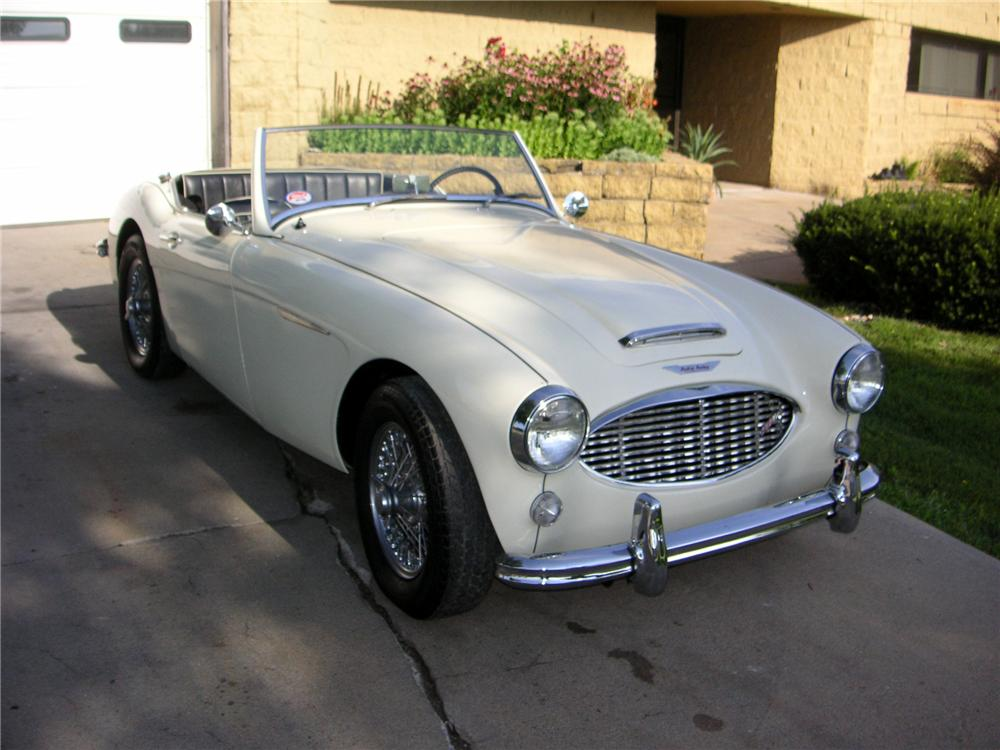 1960 AUSTIN-HEALEY BT7 2 DOOR ROADSTER - Front 3/4 - 112906