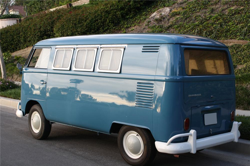 1966 VOLKSWAGEN CAMPER BUS - Rear 3/4 - 112907