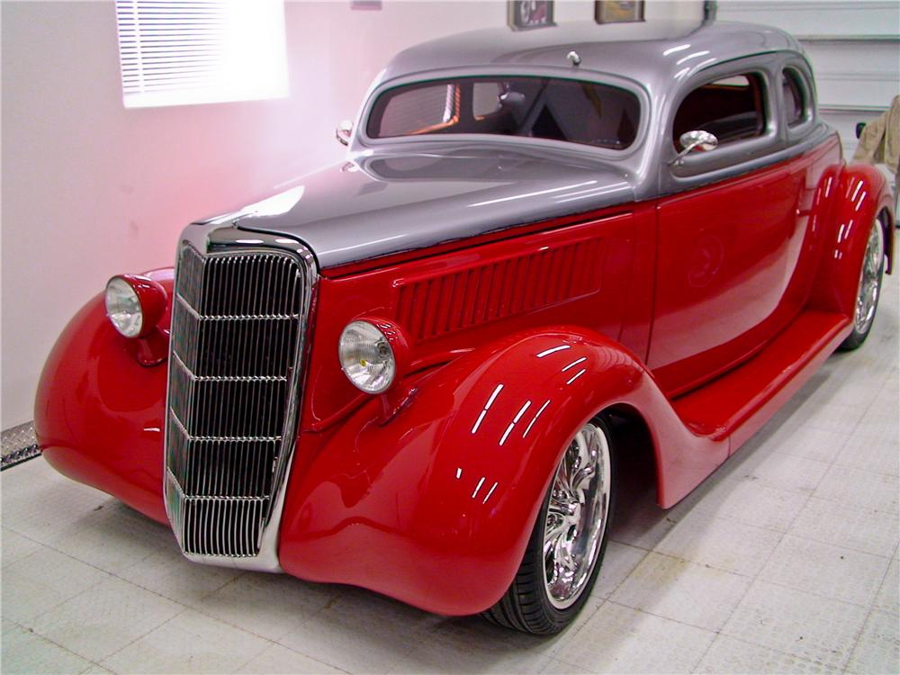 1935 FORD CUSTOM 2 DOOR COUPE - Front 3/4 - 112917
