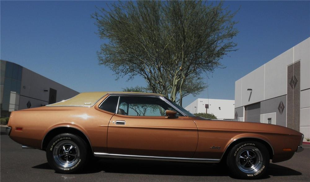 1971 FORD MUSTANG GRANDE 2 DOOR COUPE - Side Profile - 112945