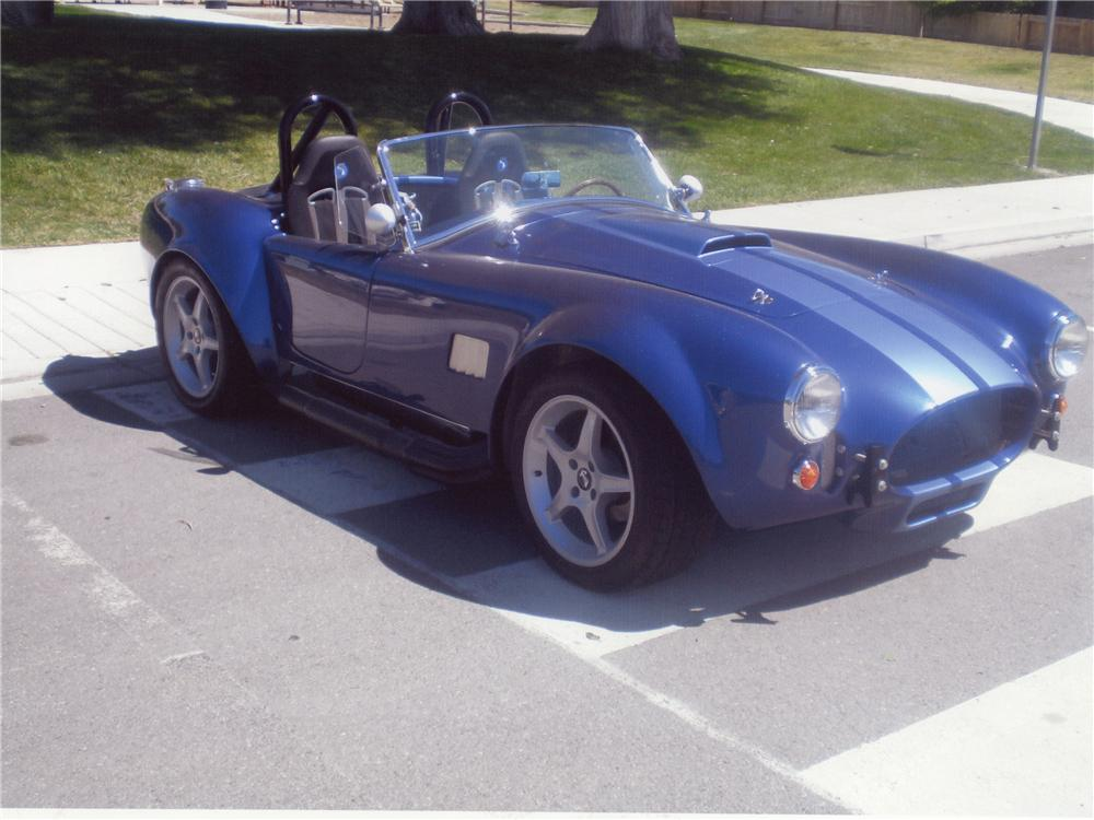 2004 FACTORY FIVE COBRA RE-CREATION  - Front 3/4 - 112958