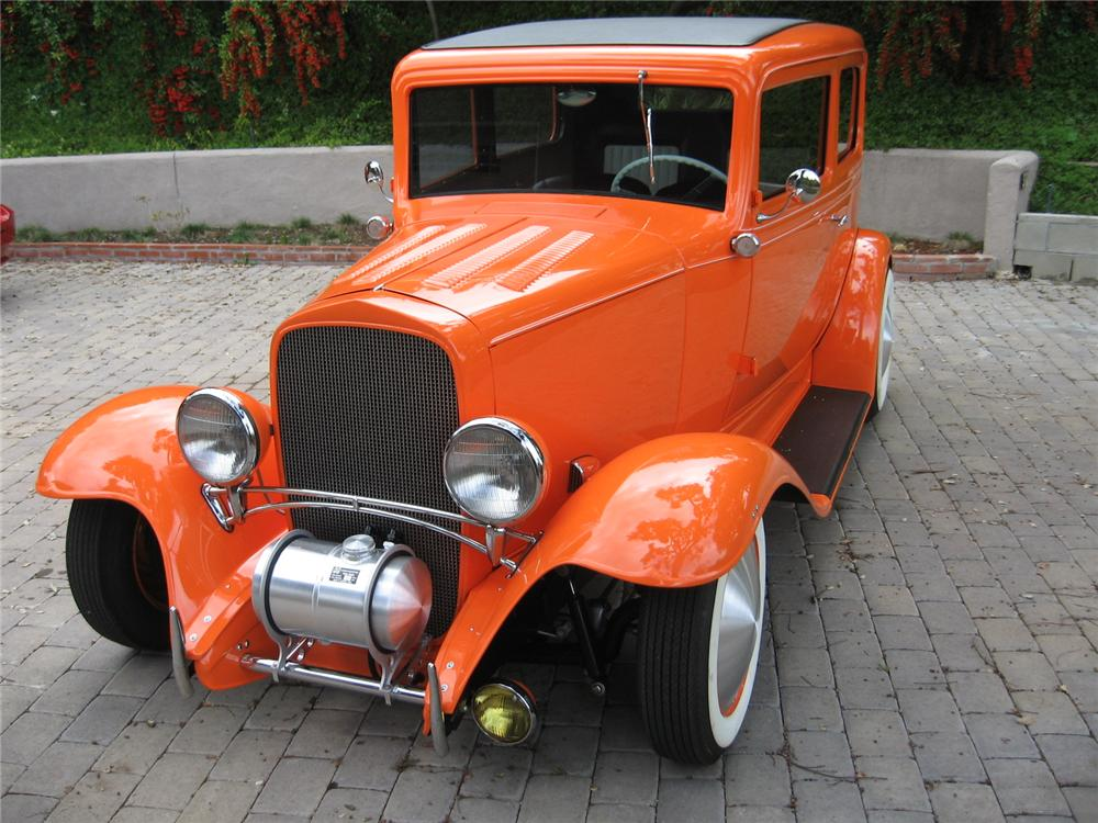 1932 CHEVROLET 2 DOOR CUSTOM SEDAN - Front 3/4 - 113122