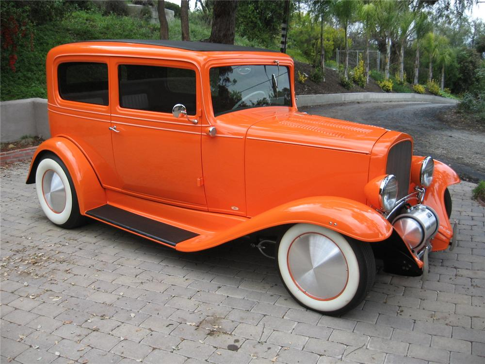 1932 CHEVROLET 2 DOOR CUSTOM SEDAN - Side Profile - 113122