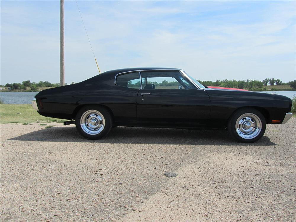1971 CHEVROLET CHEVELLE MALIBU CUSTOM 2 DOOR HARDTOP - Side Profile - 113205