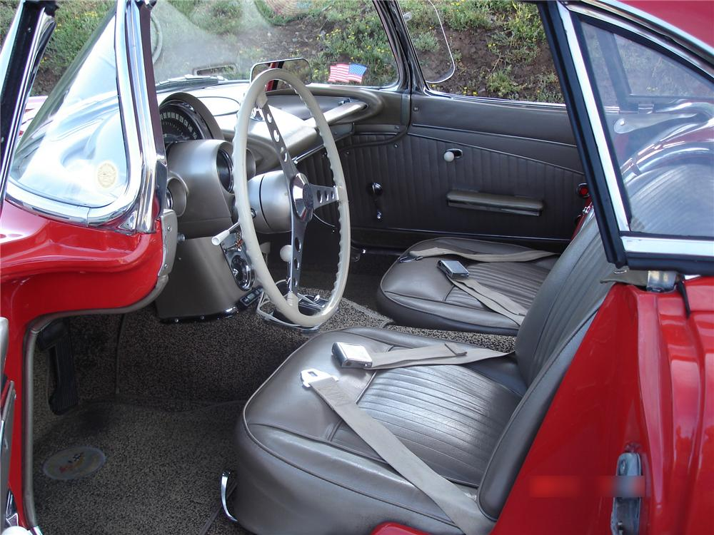 1962 CHEVROLET CORVETTE CONVERTIBLE - Interior - 113215