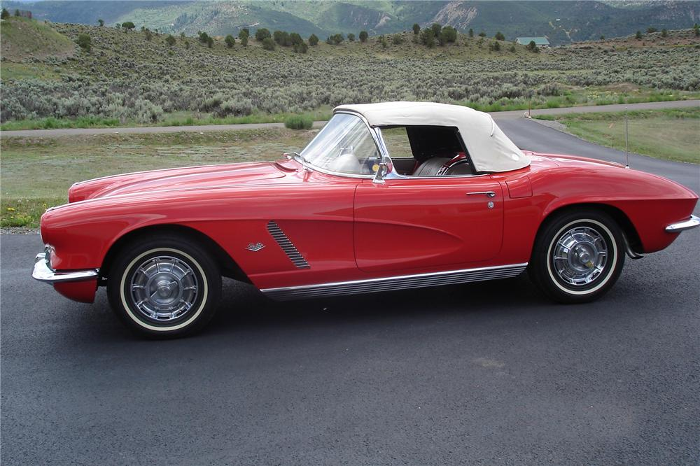 1962 CHEVROLET CORVETTE CONVERTIBLE - Side Profile - 113215