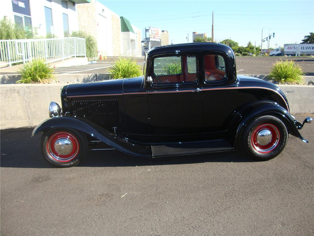 1932 FORD CUSTOM 5 WINDOW COUPE - Side Profile - 113405