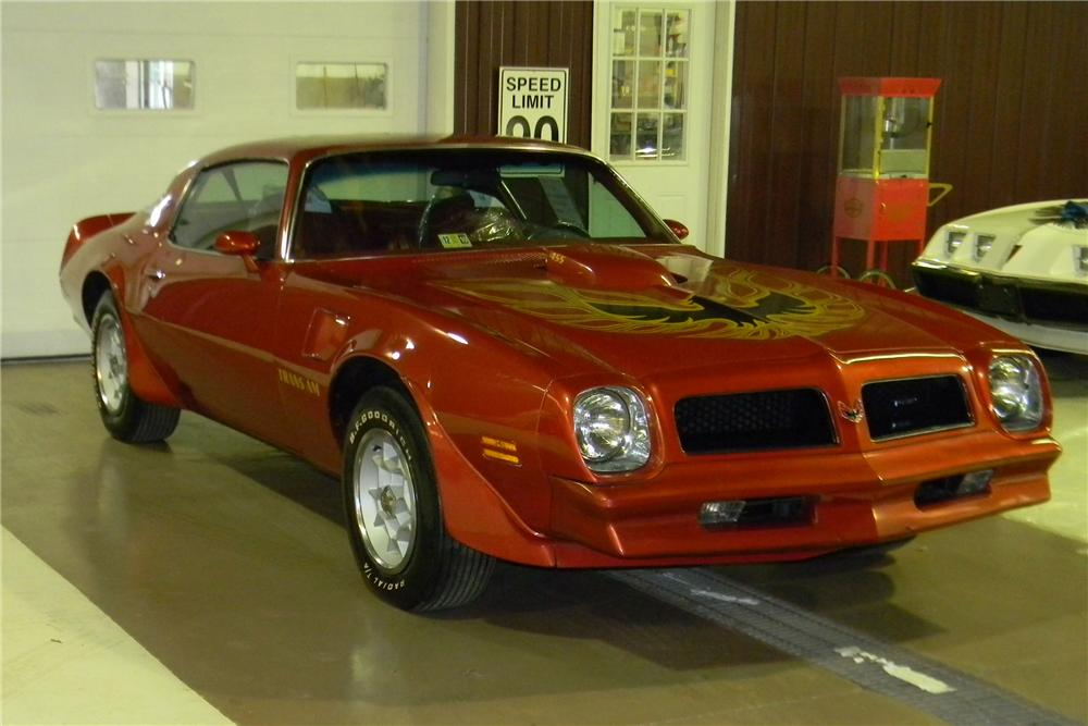 1976 PONTIAC TRANS AM 2 DOOR COUPE - Front 3/4 - 113429