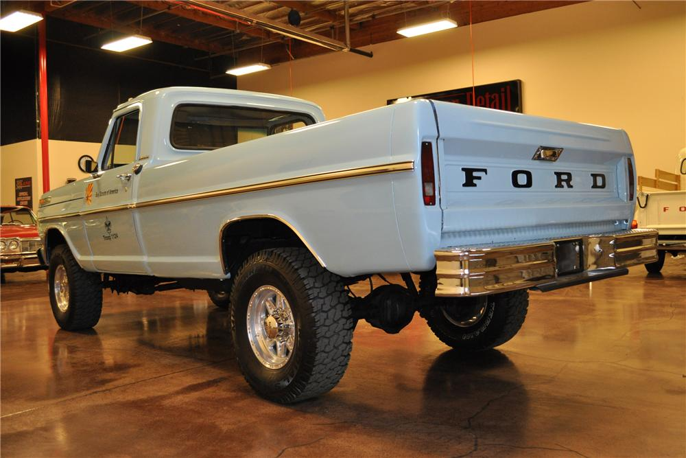 1969 FORD F-250 PICKUP - Rear 3/4 - 113462