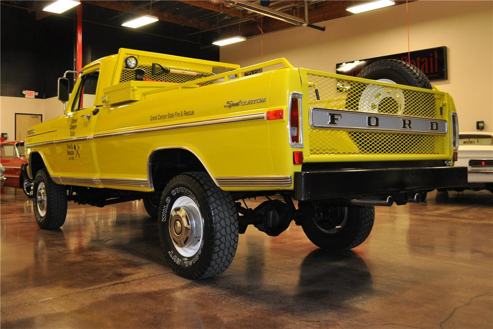 1970 FORD F-250 PICKUP - Rear 3/4 - 113463