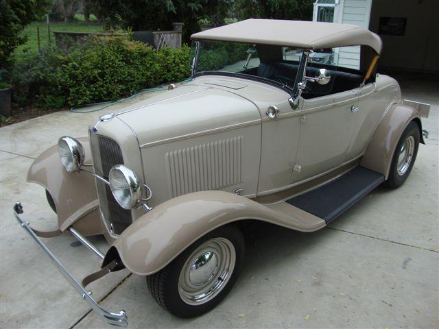 1932 FORD CUSTOM ROADSTER - Front 3/4 - 113476