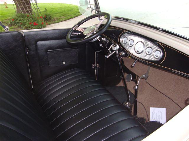 1932 FORD CUSTOM ROADSTER - Interior - 113476