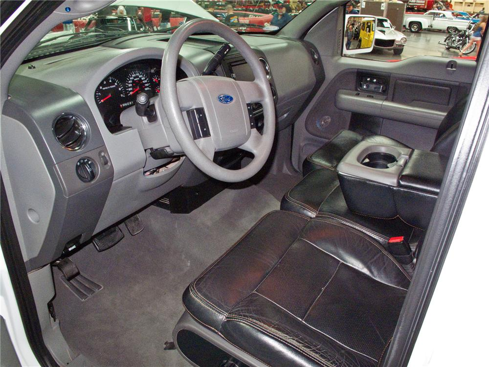 2004 FORD F-150 CUSTOM PICKUP - Interior - 113815