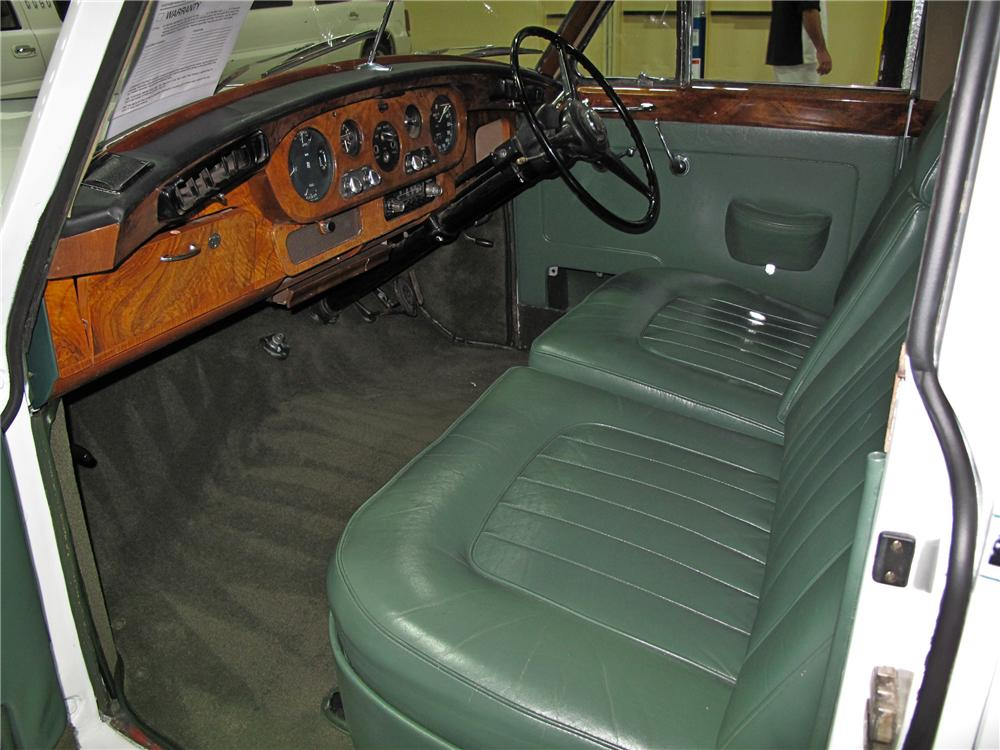 1961 ROLLS-ROYCE SILVER CLOUD II SALOON - Interior - 114574