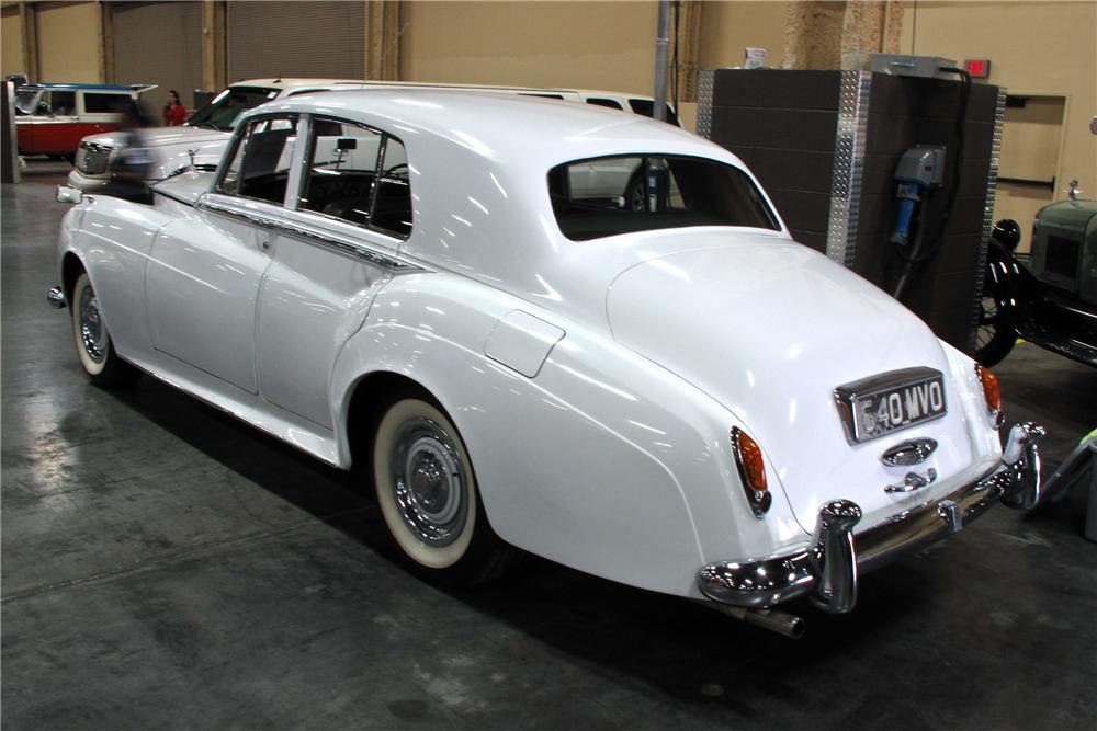 1961 ROLLS-ROYCE SILVER CLOUD II SALOON - Rear 3/4 - 114574