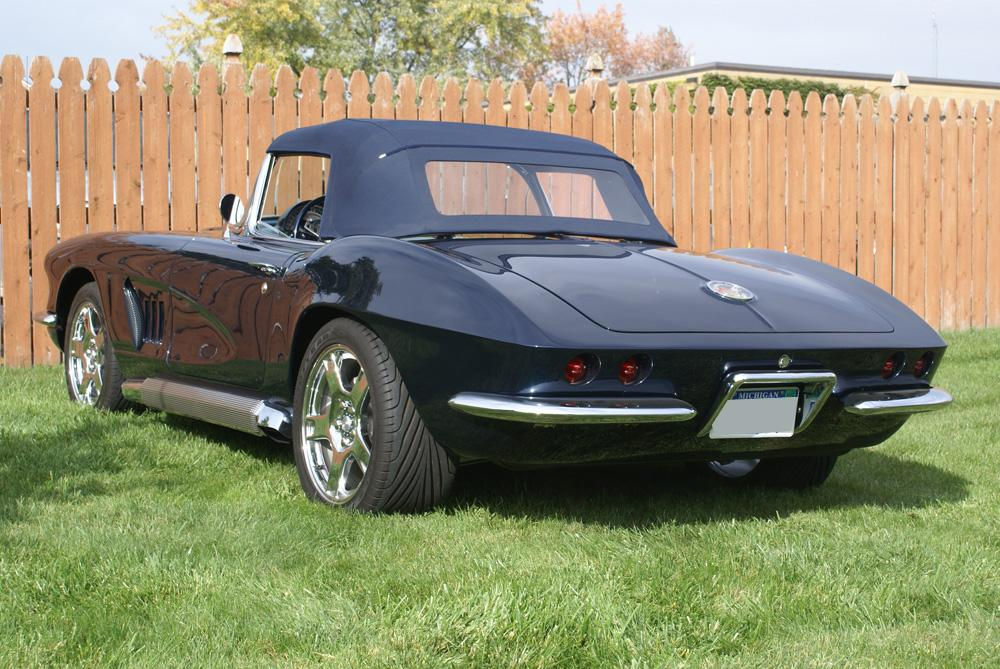 1962 CHEVROLET CORVETTE CUSTOM CONVERTIBLE - Rear 3/4 - 115933