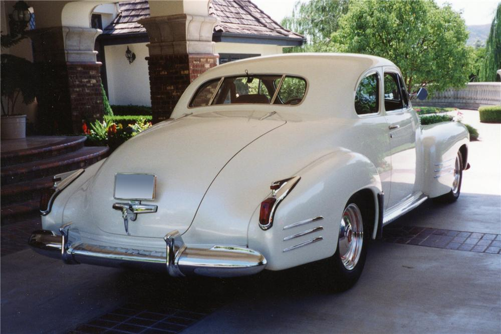 1941 CADILLAC CUSTOM DELUXE COUPE - Rear 3/4 - 116030