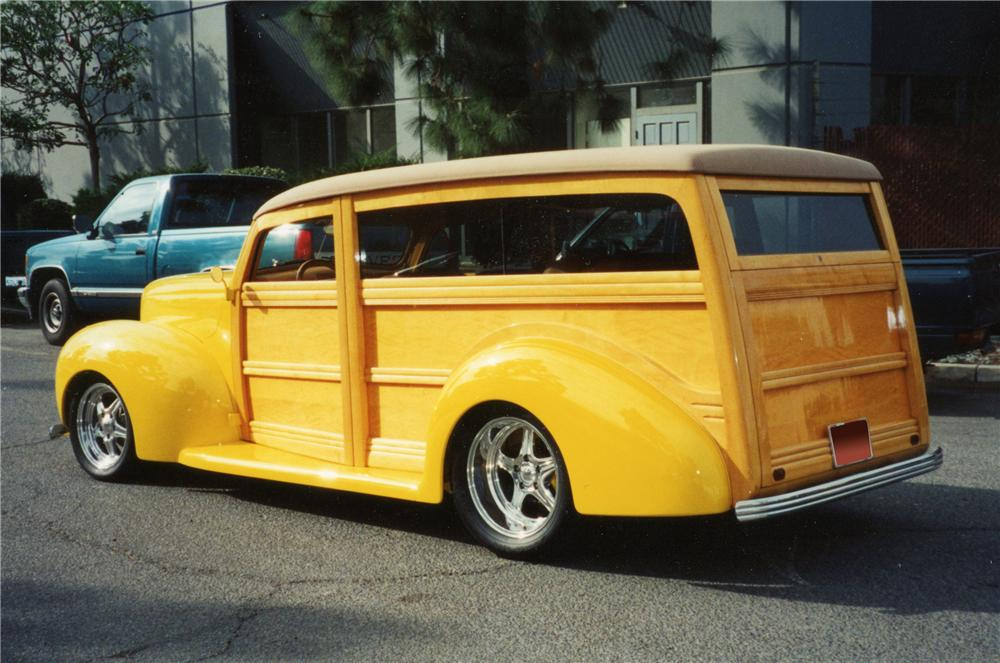 1940 FORD CUSTOM WOODY - Rear 3/4 - 116032