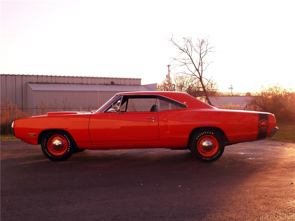 1970 DODGE SUPER BEE 2 DOOR HARDTOP - Side Profile - 116055