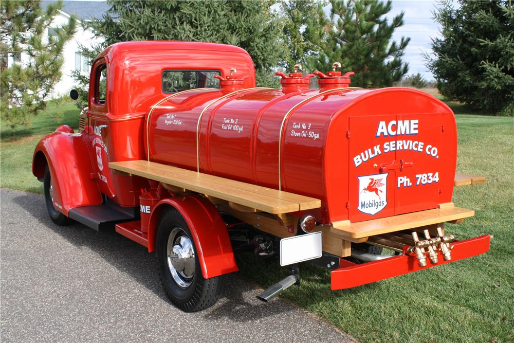 1940 FORD 3/4 TON TANKER TRUCK - Rear 3/4 - 116110