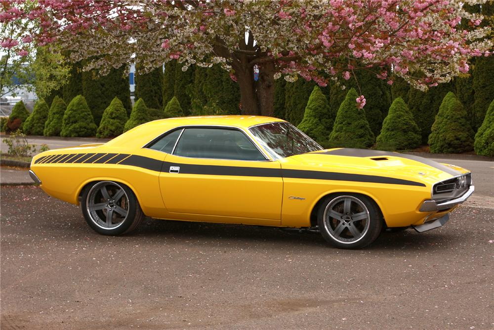 1971 DODGE CHALLENGER CUSTOM 2 DOOR HARDTOP - Front 3/4 - 116121