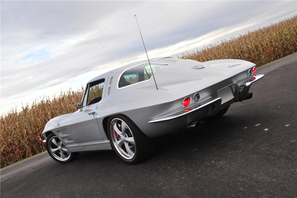 1963 CHEVROLET CORVETTE CUSTOM COUPE - Rear 3/4 - 116170