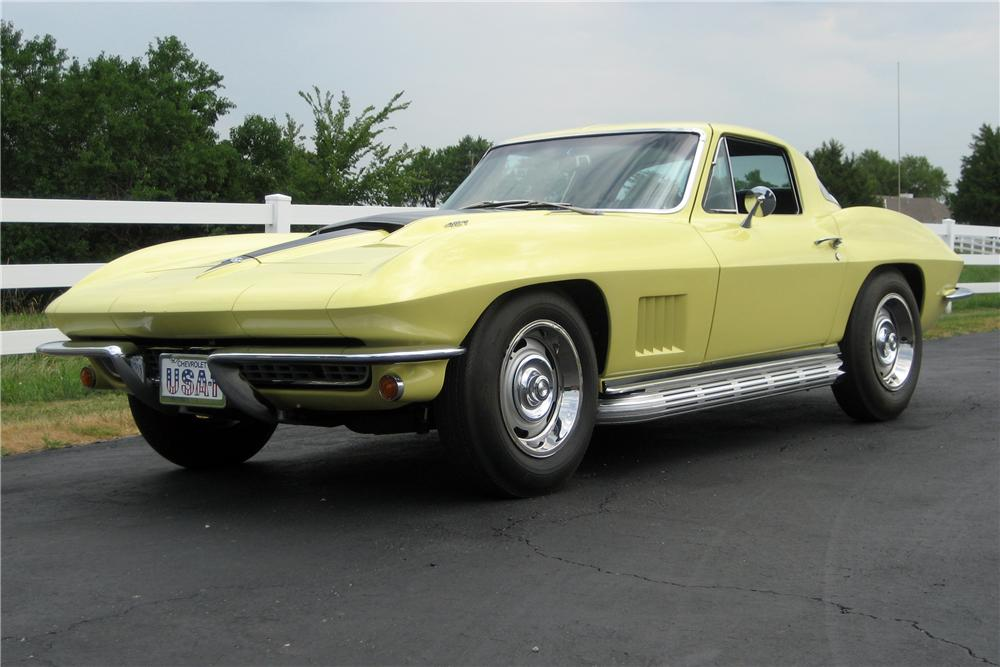 1967 CHEVROLET CORVETTE COUPE - Front 3/4 - 116185
