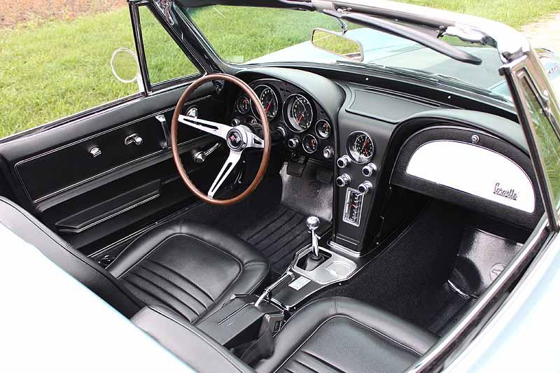 1967 CHEVROLET CORVETTE CONVERTIBLE - Interior - 116196