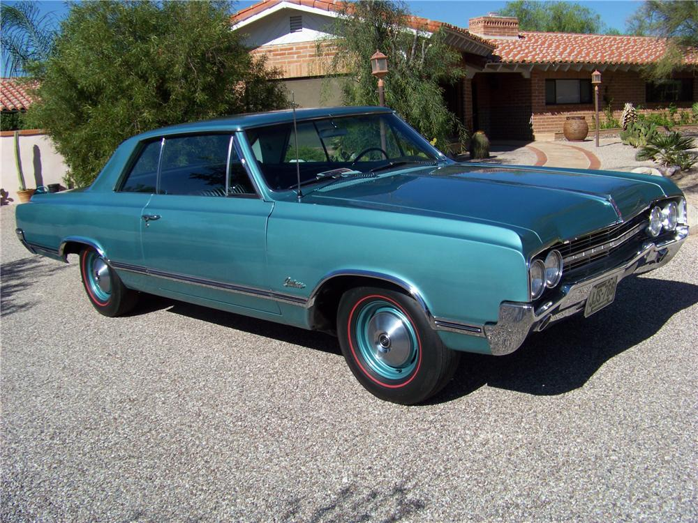1965 OLDSMOBILE CUTLASS HOLIDAY 2 DOOR HARDTOP - Front 3/4 - 116201