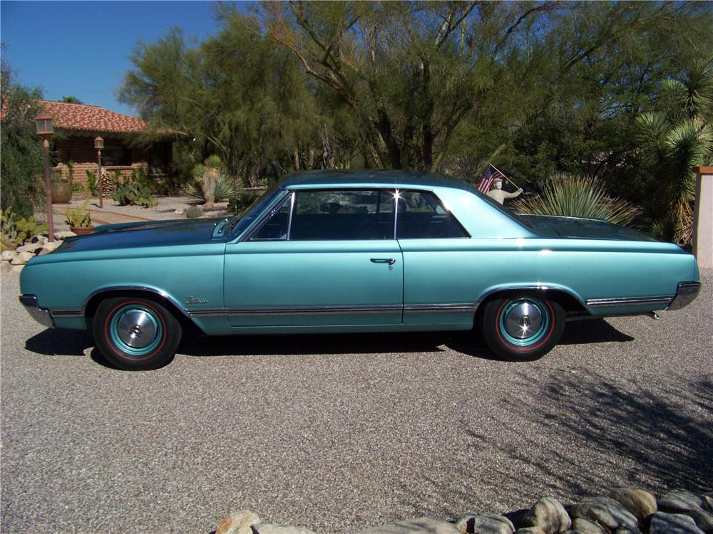 1965 OLDSMOBILE CUTLASS HOLIDAY 2 DOOR HARDTOP - Side Profile - 116201