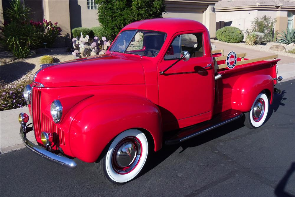 1946 STUDEBAKER M5 COUPE EXPRESS PICKUP - Front 3/4 - 116212