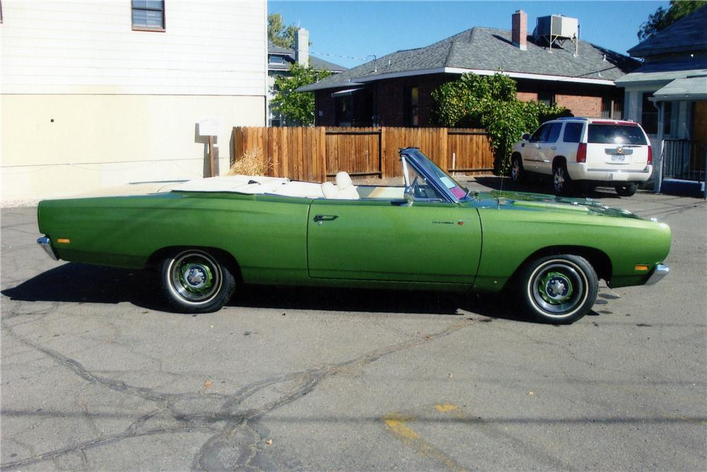 1969 PLYMOUTH ROAD RUNNER CONVERTIBLE - Side Profile - 116223