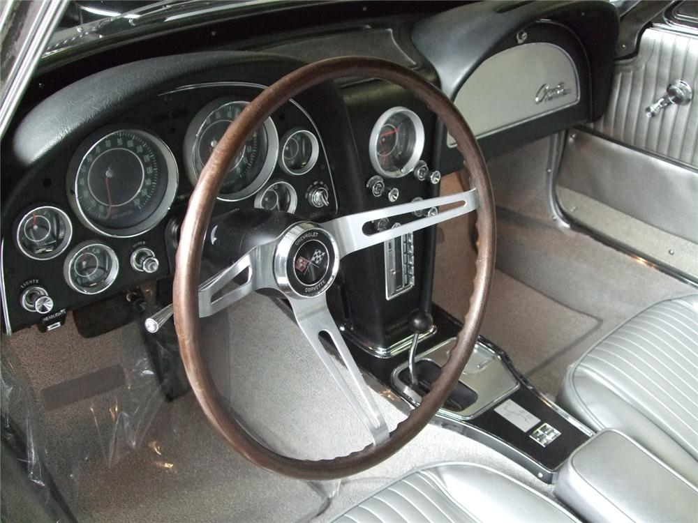 1964 CHEVROLET CORVETTE CONVERTIBLE - Interior - 116230