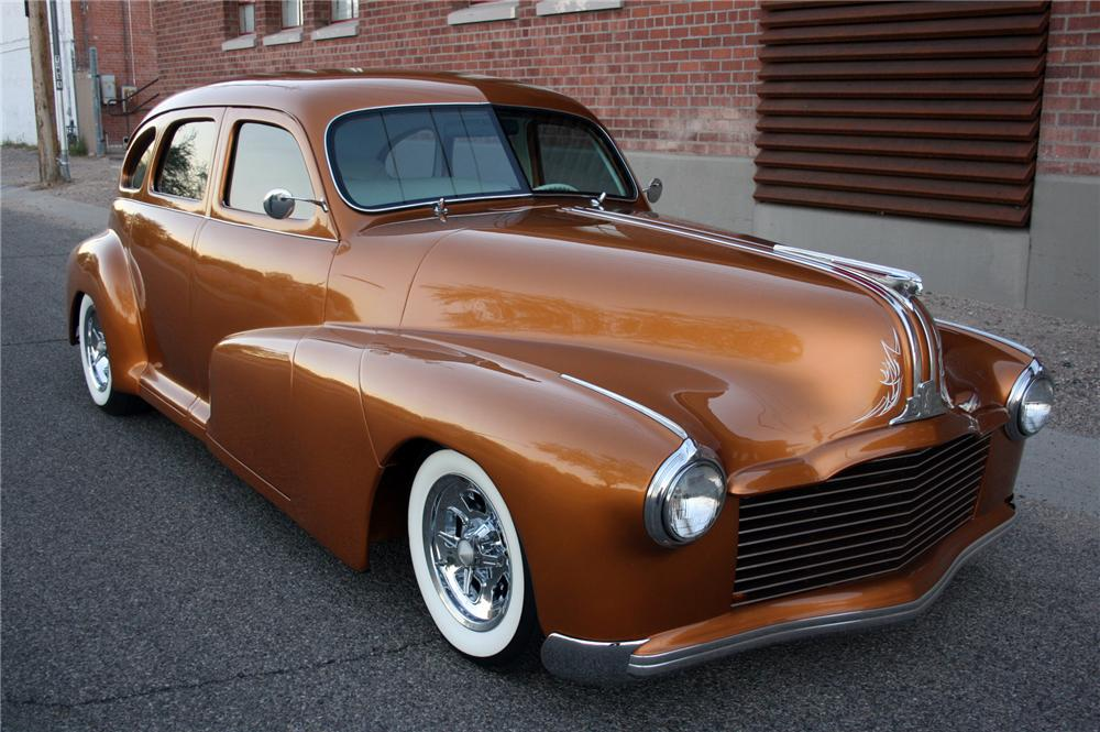 1948 PONTIAC STREAMLINER CUSTOM SEDAN - Front 3/4 - 116252