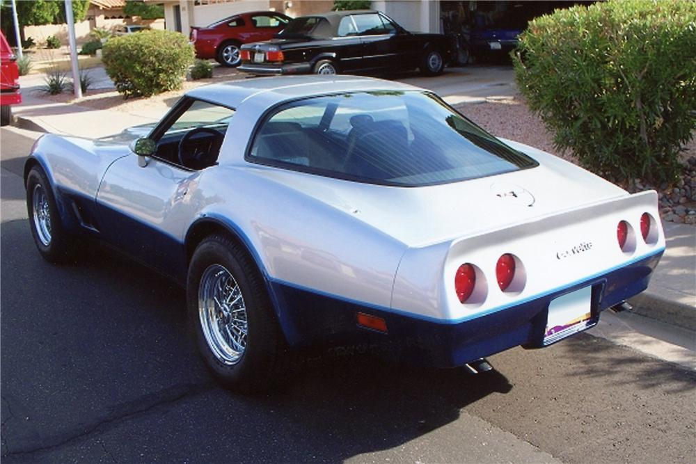1981 CHEVROLET CORVETTE 2 DOOR COUPE - Rear 3/4 - 116253