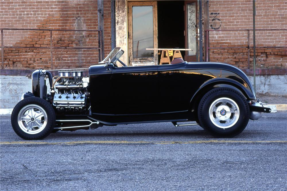 1932 FORD CUSTOM ROADSTER - Side Profile - 116254