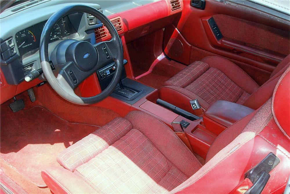 1988 FORD MUSTANG GT CONVERTIBLE - Interior - 116261
