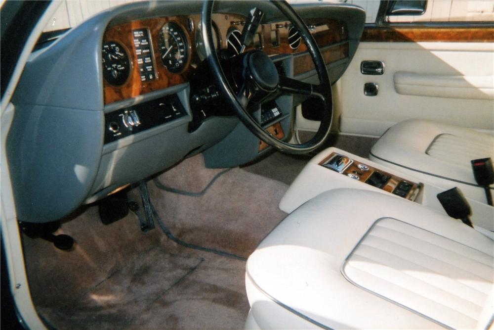 1989 ROLLS-ROYCE SILVER SPIRIT 4 DOOR SEDAN - Interior - 116264
