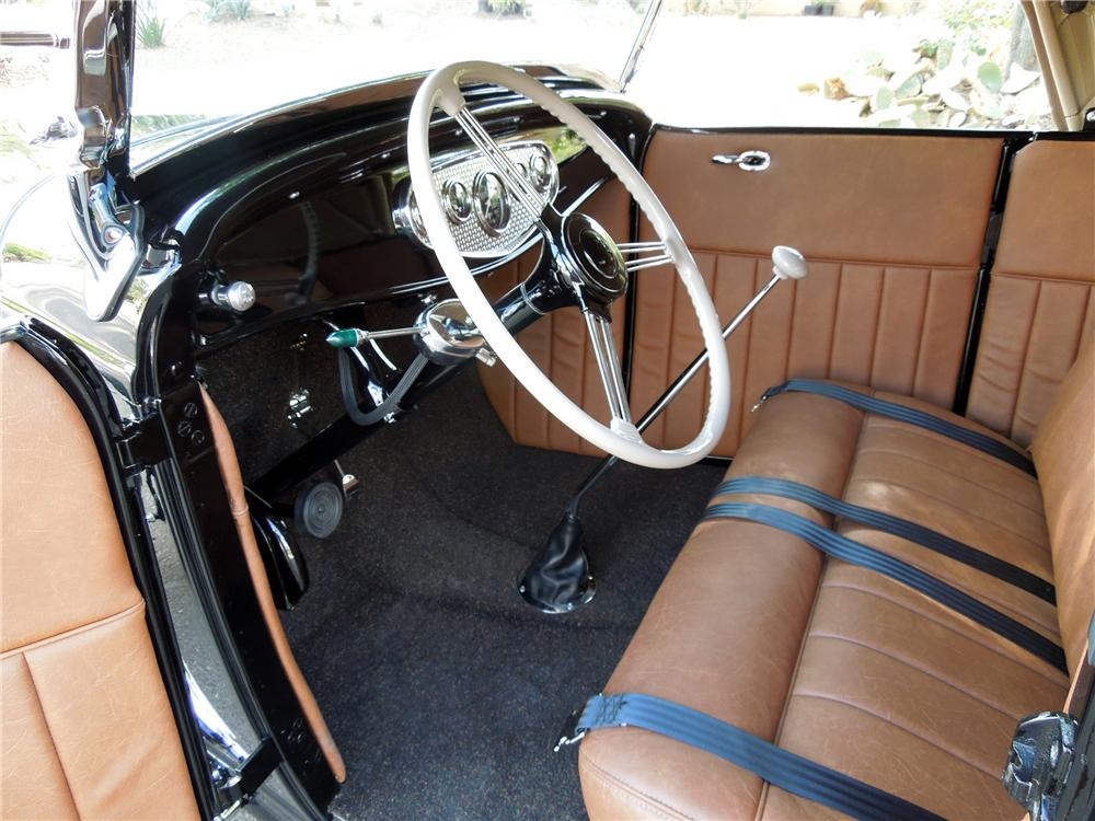 1932 FORD HI-BOY CUSTOM ROADSTER - Interior - 116301