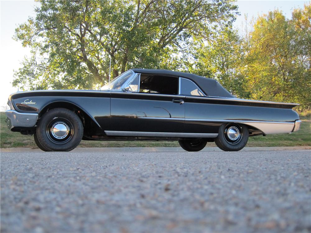 1960 FORD SUNLINER CONVERTIBLE - Front 3/4 - 116307