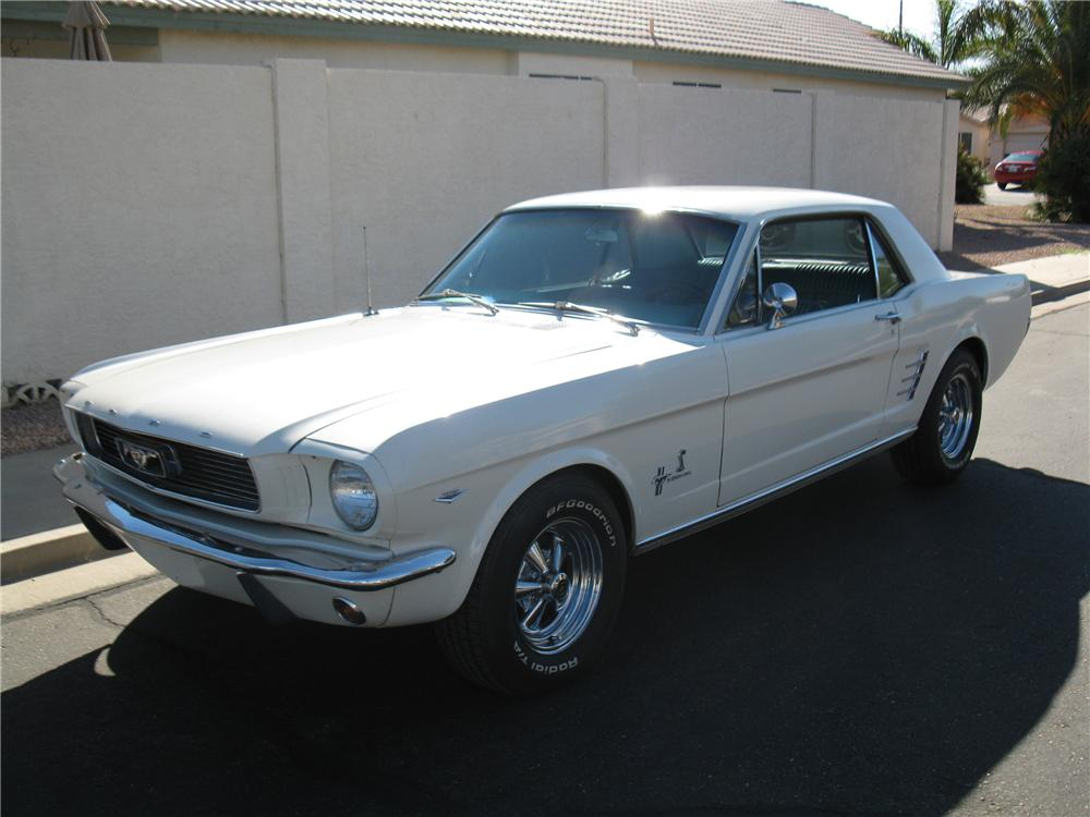 1966 FORD MUSTANG CUSTOM COUPE - Front 3/4 - 116317
