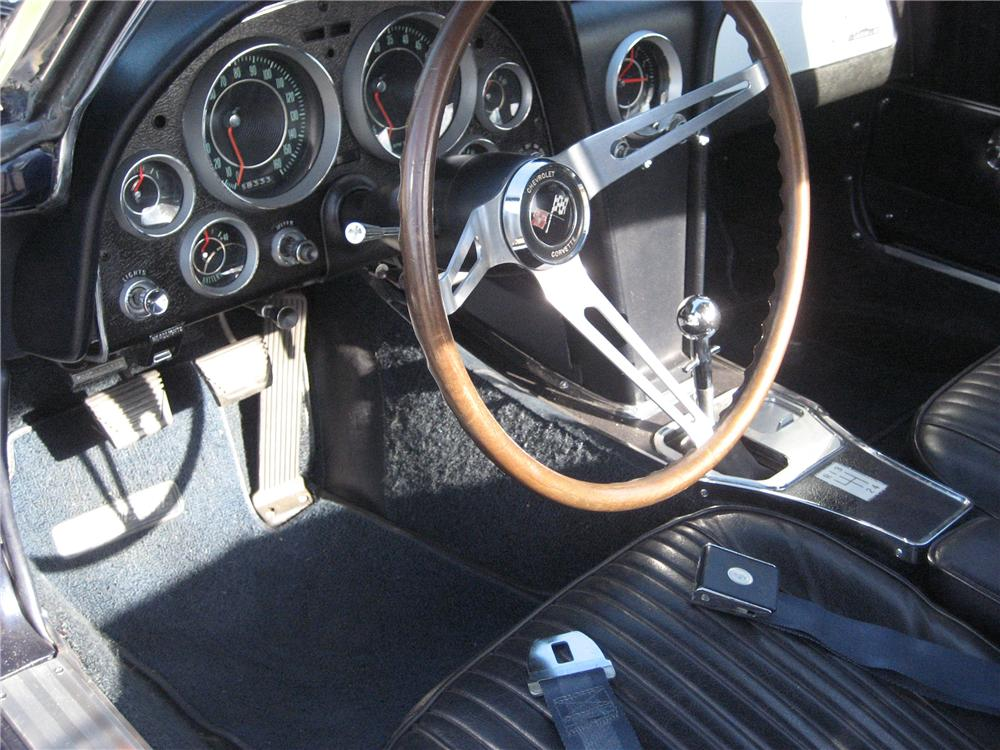 1964 CHEVROLET CORVETTE CONVERTIBLE - Interior - 116330