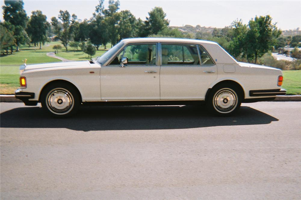 1988 ROLLS-ROYCE SILVER SPUR 4 DOOR SEDAN - Side Profile - 116345