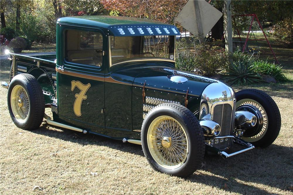 1932 FORD CUSTOM PICKUP - Front 3/4 - 116351