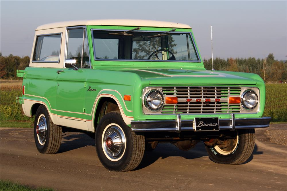 1977 FORD BRONCO WAGON - Front 3/4 - 116370
