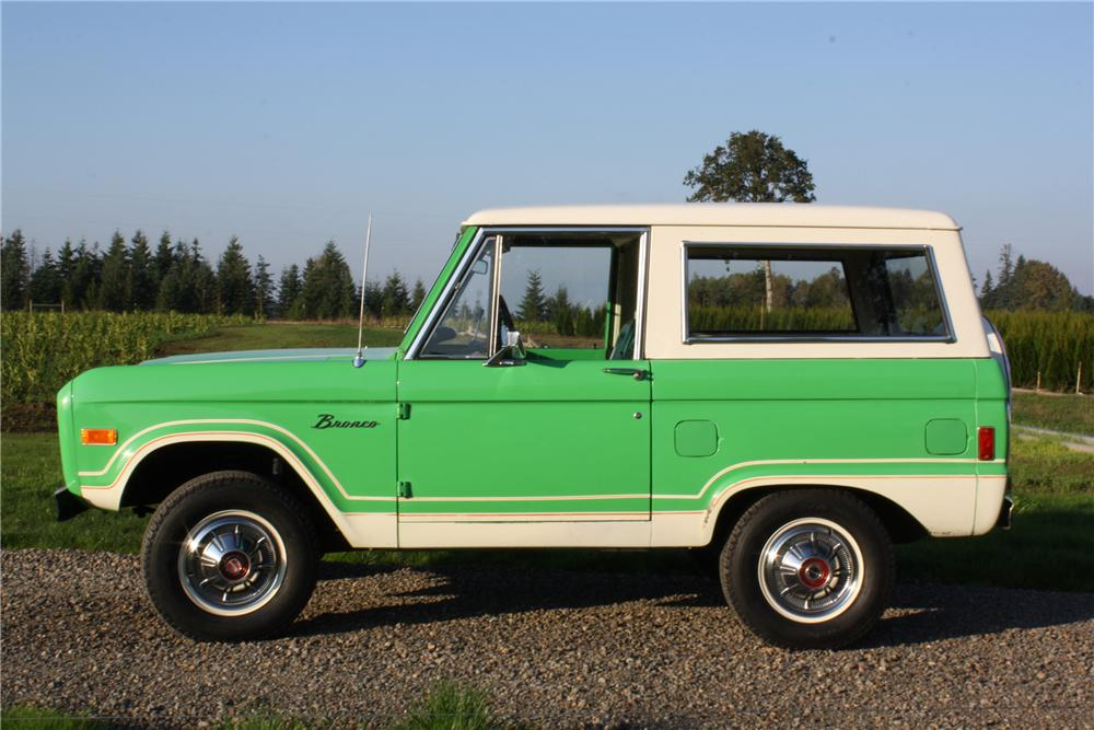 1977 FORD BRONCO WAGON - Side Profile - 116370