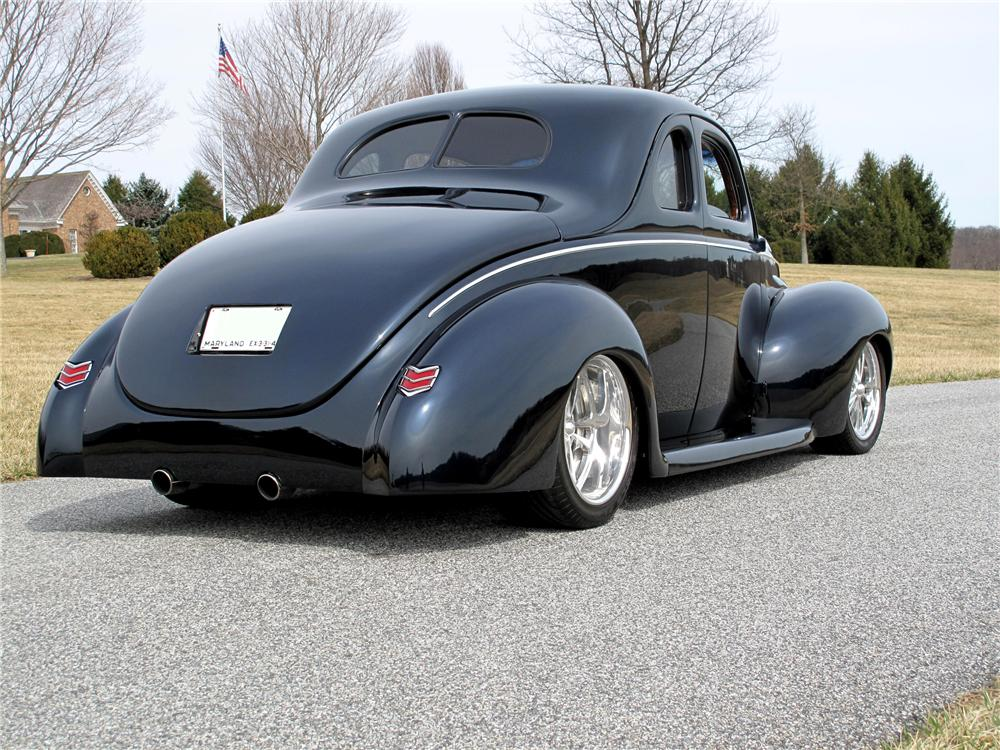 1940 FORD DELUXE CUSTOM 2 DOOR COUPE - Rear 3/4 - 116400